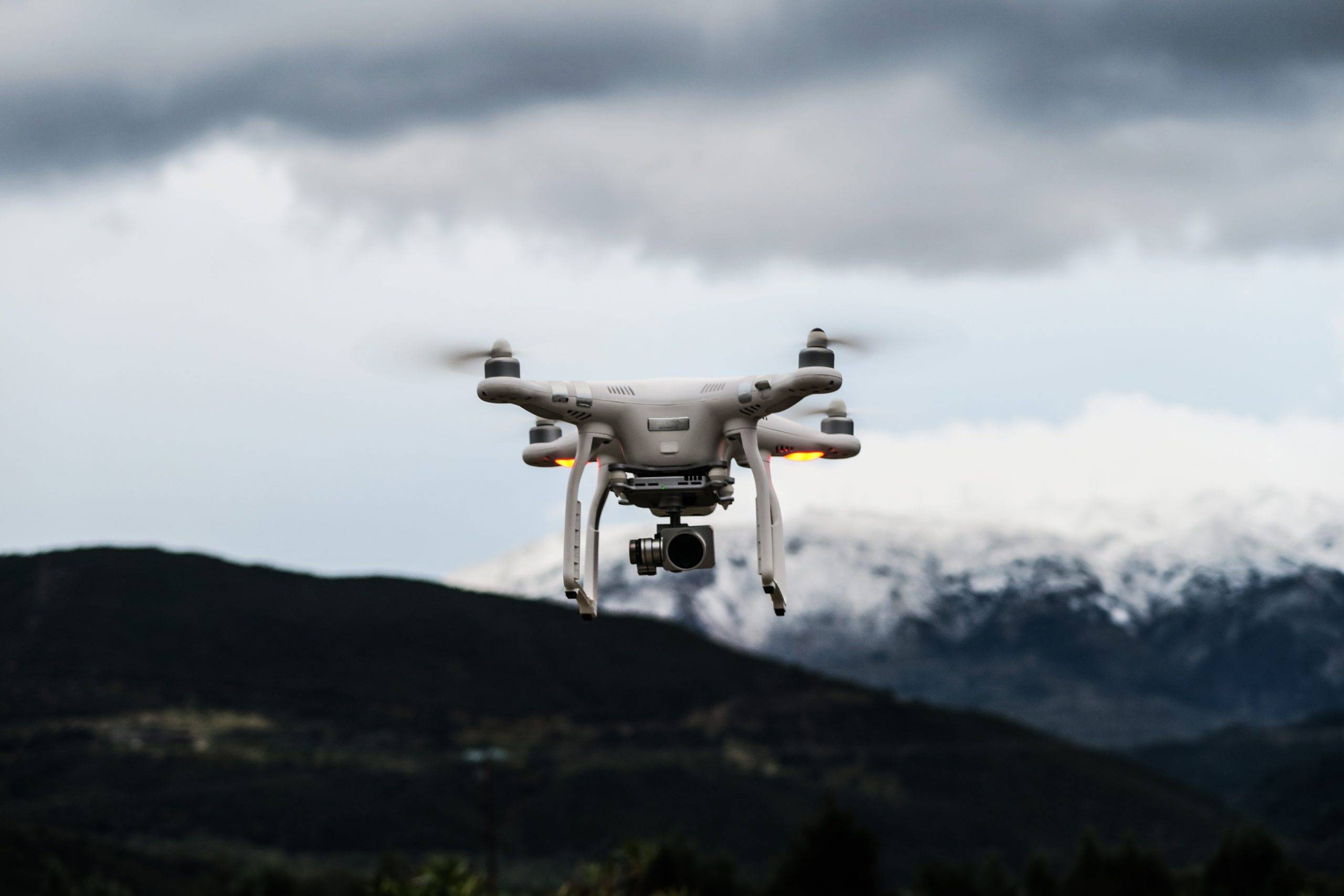 The Amazing Technology Behind Drones https://gadgetzonehub.com
